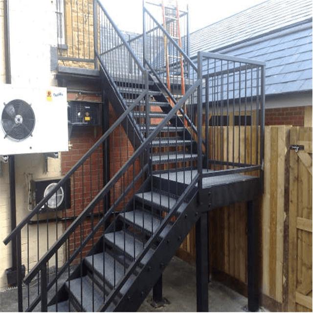 металлическая маршевая лестница внешняя